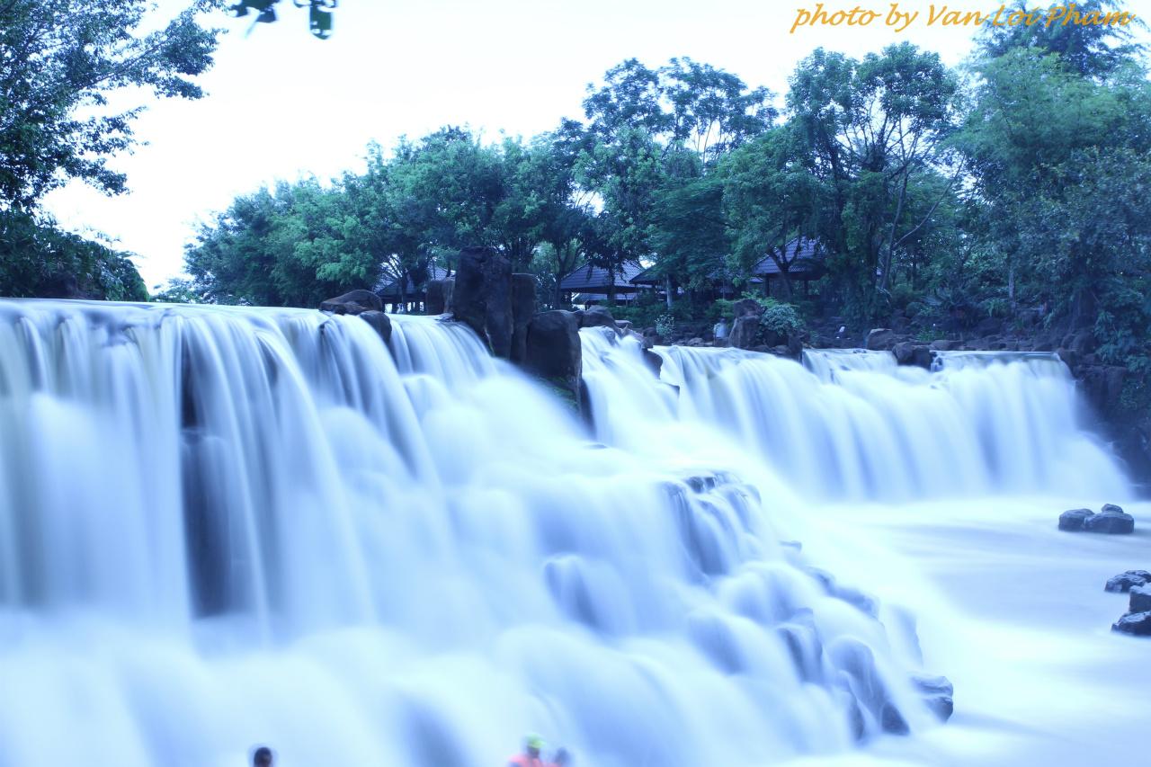 Nằm ngay cạnh con sông Buông yên ả , thác Giang Điền thực sự là một trong những điểm đến thú vị của Đồng Nai . với bốn bề không gian thiên nhiên trong xanh cùng những dòng thác uốn lượn trắng xóa . Con thác có nhiều năm tuổi này cũng là điểm đến được nhiều người lựa chọn ...